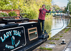 lady-teal-luxury-hotel-boat