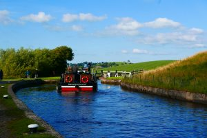 Lady Teal going into Greenberfield bottom lock, Leeds & Liverpool canal
